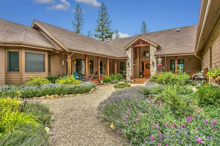 Mountain Lodge on Ten Quiet Acres - Graeagle - Apartment