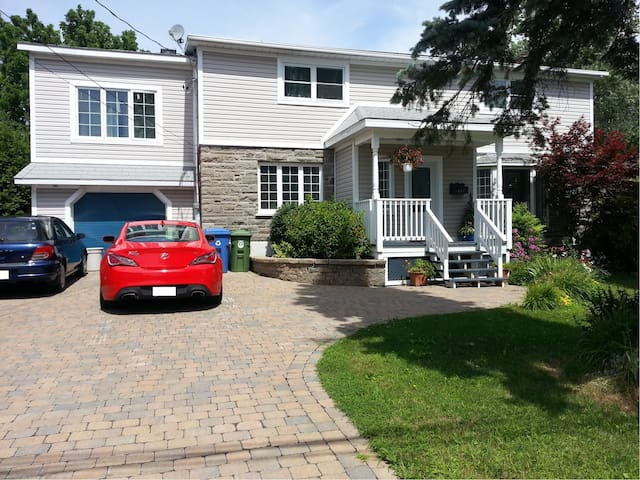 Room to rent! - Pointe-Claire - Hus