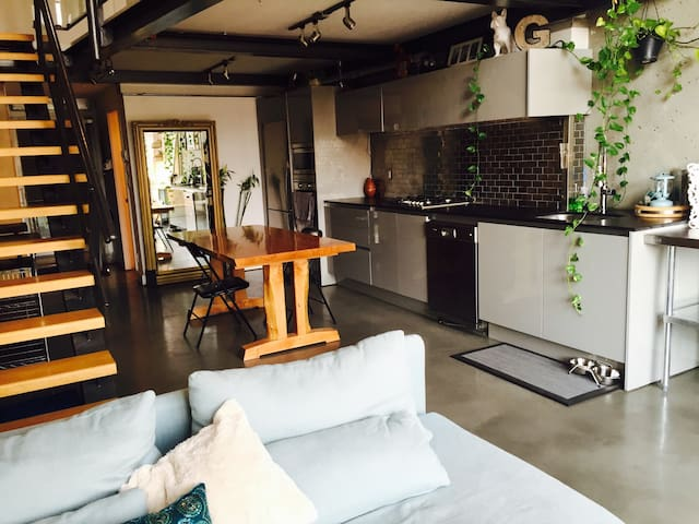 Spacious loft next to Granville Is.