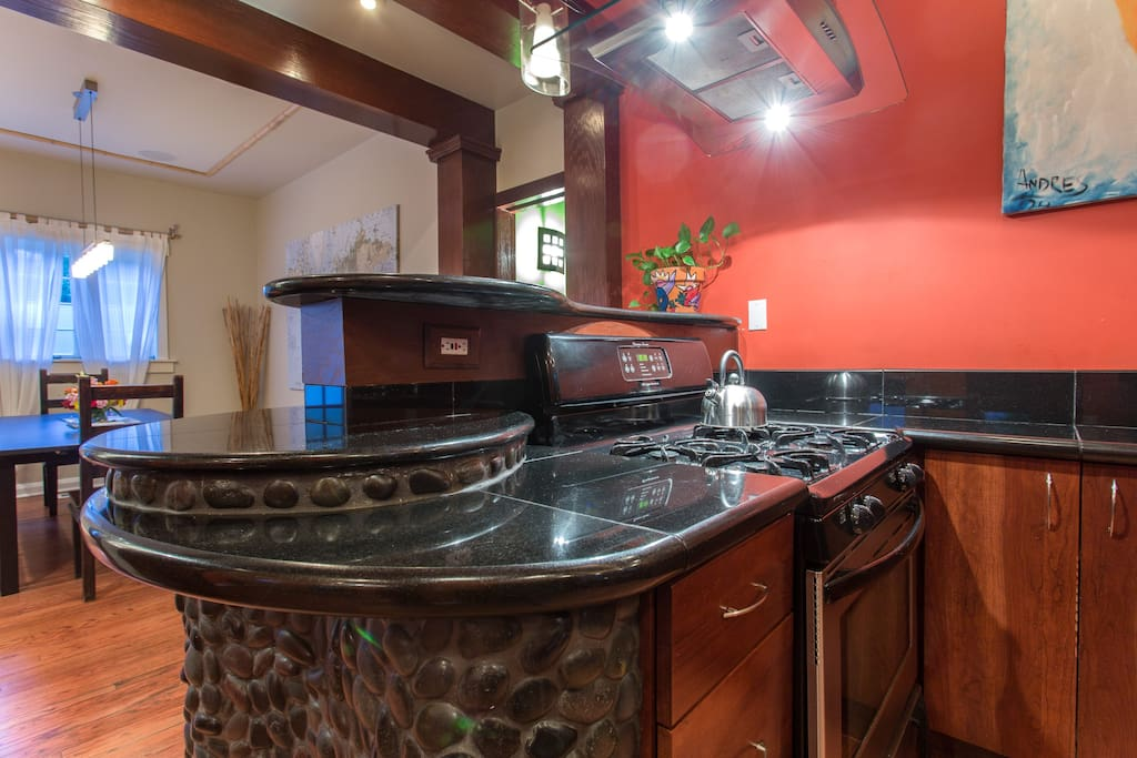 Gas Stove, Range Hood, Stainless Appliances, Wine Service and Champange included!