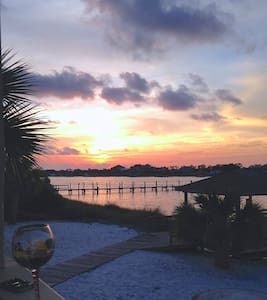 Sunset View Waterfront Beach Villa - Pensacola