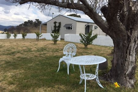 Hill Top Farm Farmstay Accomodation - Tenterfield - Talo