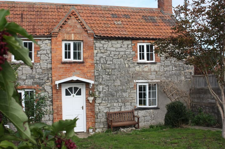 The Vines - cosy character cottage