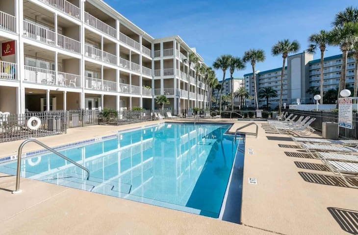 Ocean view, sleeps 6 heated pool, hot tub, balcony