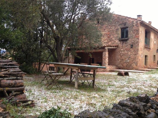 Casa típica de piedra junto a BCN - Caldes de Montbui