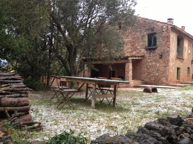 Casa típica de piedra junto a BCN - Caldes de Montbui - House