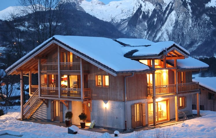 Luxury 6 bed Chalet - 'Chalet Brio' with Hot Tub