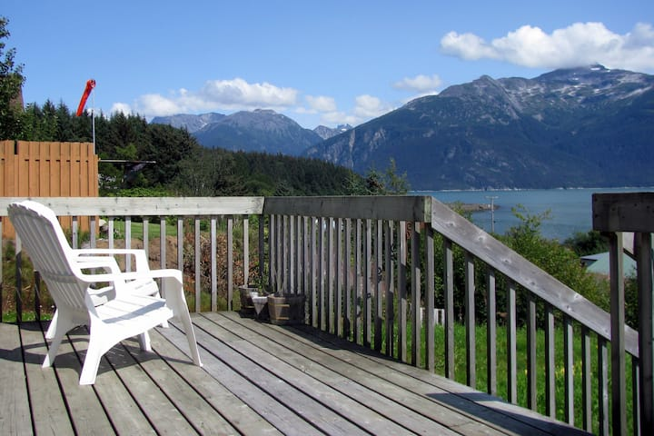 The Cottage, amazing view, downtown, private deck