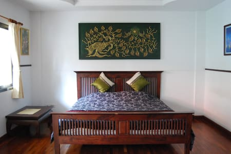Deluxe Sirimongkul King Size Bed