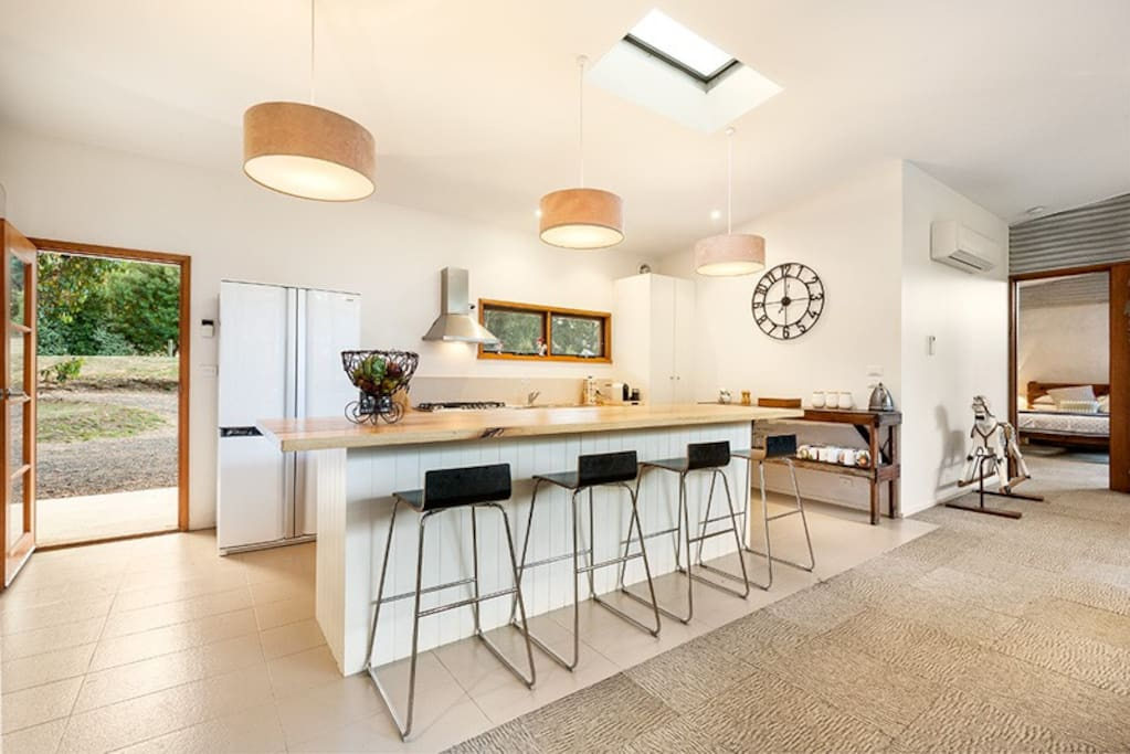 Large fully-equipped kitchen with break bar, Nespresso machine, double oven and the usual appliances