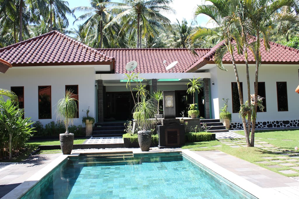 Main Villa & Pool