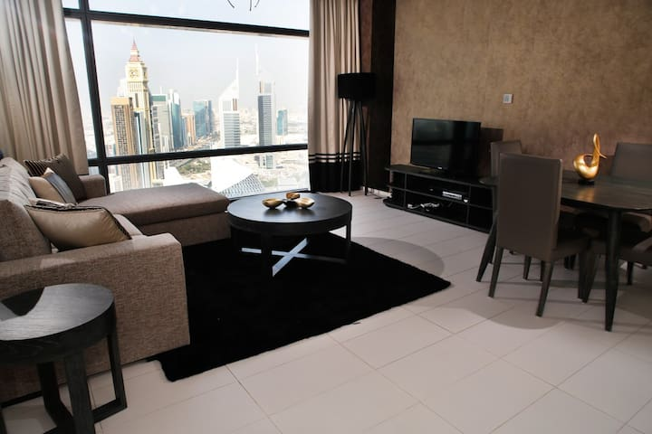 Sophisticated 1 BR in business hub - Dubai