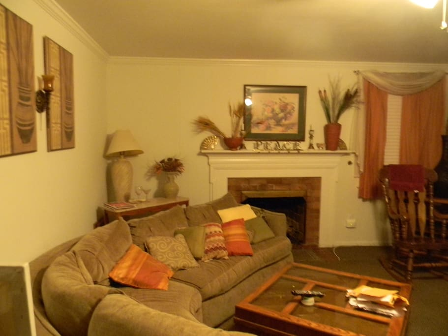 Large and cozy family room for relaxing at end of day/sightseeing.