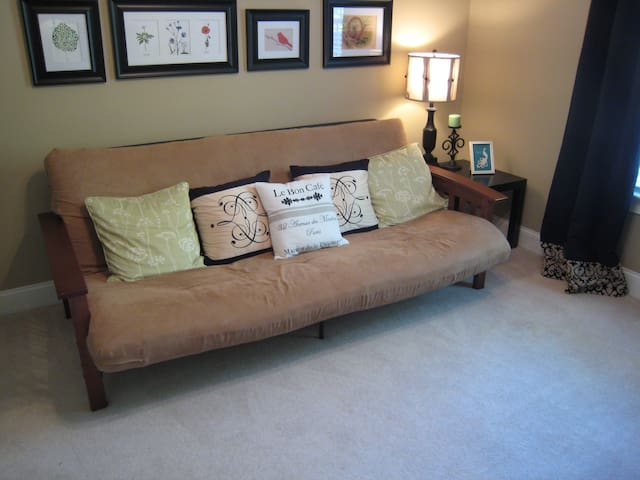 Cozy room in finished basement - Washougal - บ้าน
