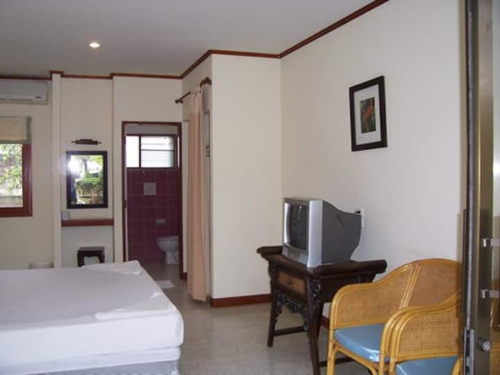 Room in garden resort by the ocean (1)