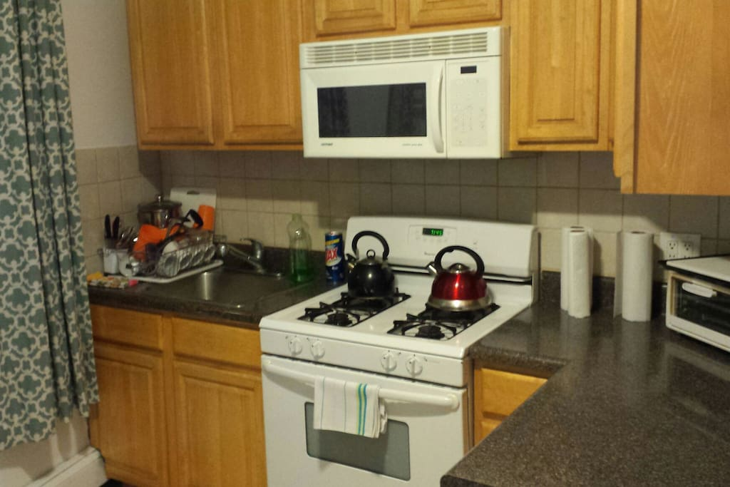 Extra large apt in safe astoria nyc houses for rent in for Aki kitchen cabinets astoria ny