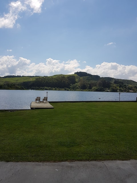 Waterfront Lake Rotoiti