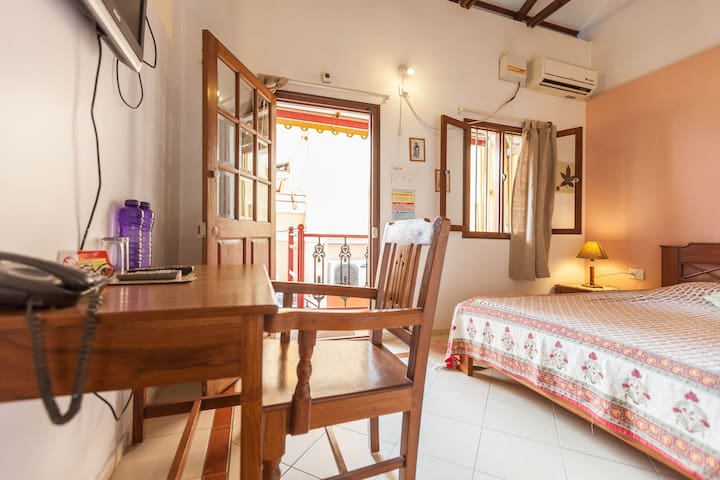 Stay at a heritage cottage, in the center of BLR.