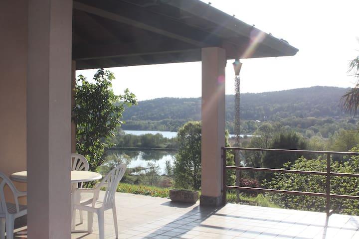 """Apt vista lago """"IL NOCCIOLINO """" LAGO MAGGIORE - Mercallo - Casa"""