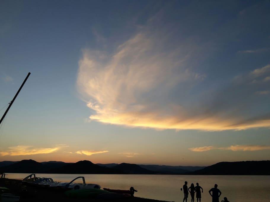 Lac sala go à  2mn ...canoë planche à  voile Pédalo catamaran...etc...