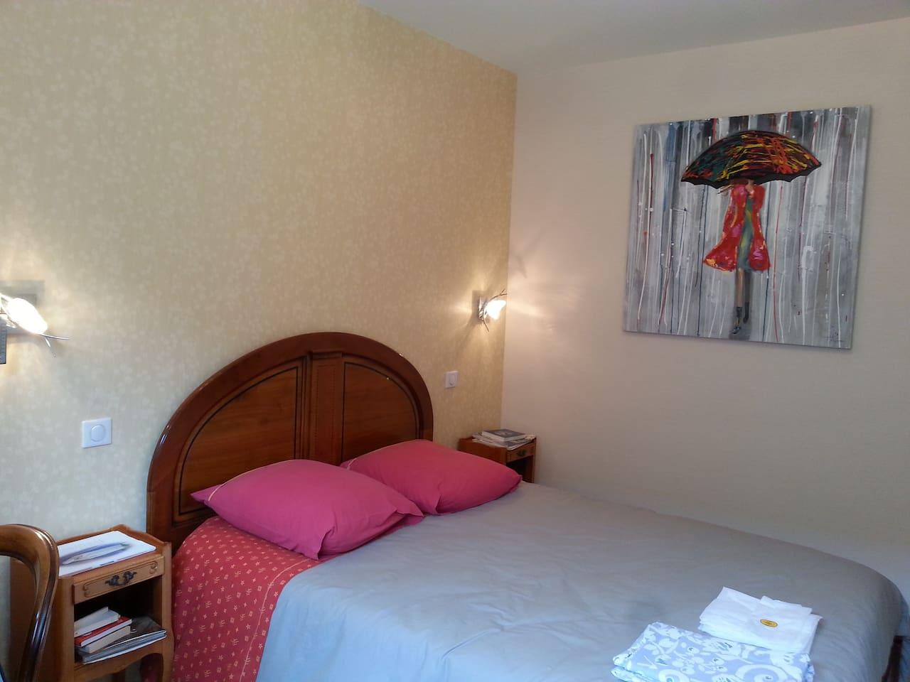 Chambre à coucher 2 personnes.