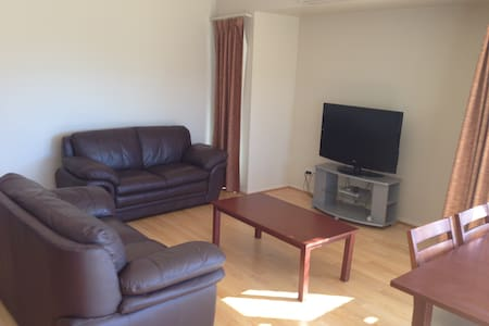 Self contained 2 Bedroom apartment - Bunbury - Apartment