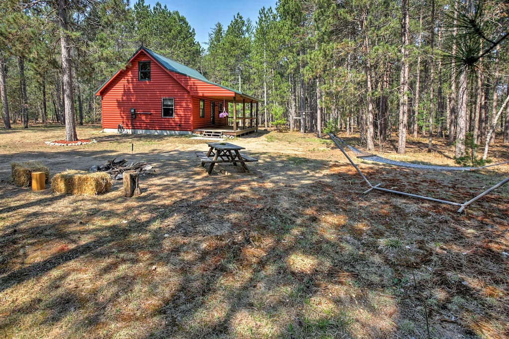 Up to 6 guests can enjoy this cabin's tranquil setting on 10 wooded acres.