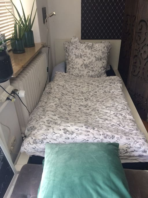 This single bed with fresh linings is cozy and comfy :)