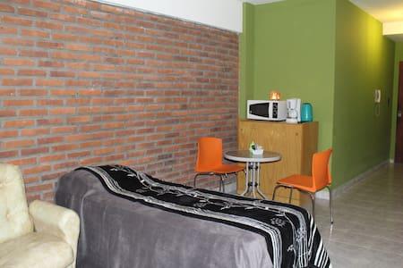 MONOAMBIENTE COMODO Y LUMINOSO, EXCELENTE ACCESO. - Morón - Apartment
