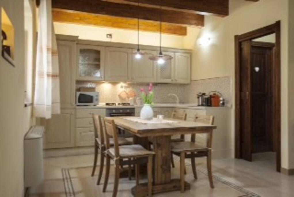 Angolo cucina dove si possono preparare e consumare i pasti