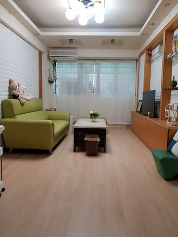 共用的寬廣客廳 提供自動麻將桌需付費