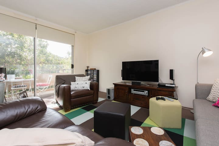 Sunny and spacious apartment Bronte