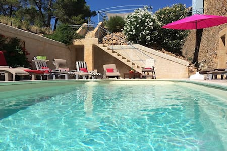 belle maison en pierre, piscine , 260 m2 - House