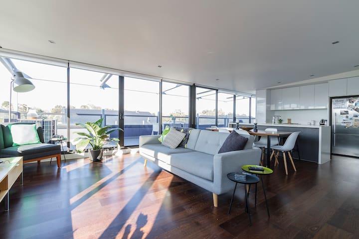 Light filled inner city apartment