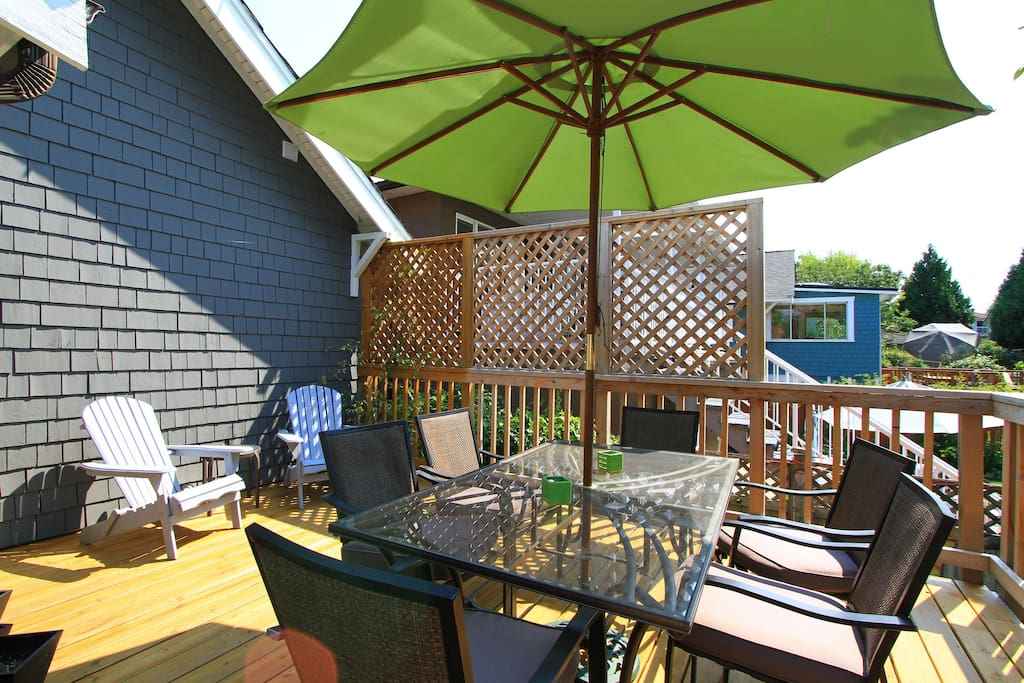 Back patio with sitting area and table for 6