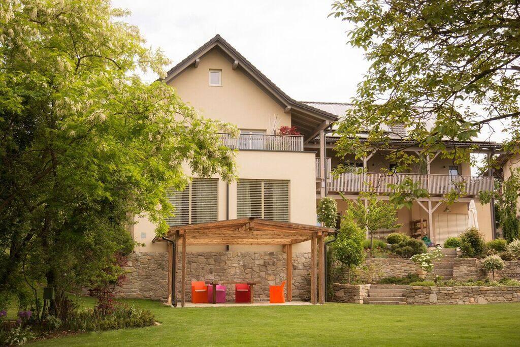 Landvilla pia appartementen te huur in graz umgebung for Schwimmteich graz