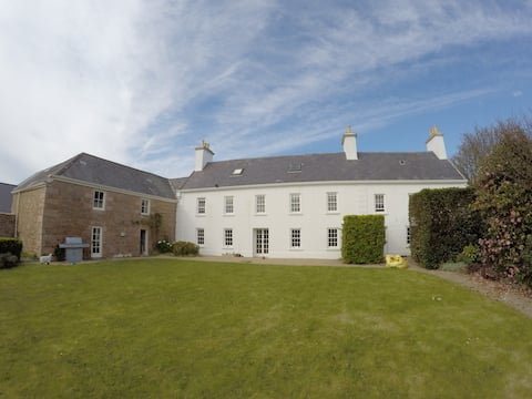 Large rural 17th century 2 bed cottage, sleeps 6