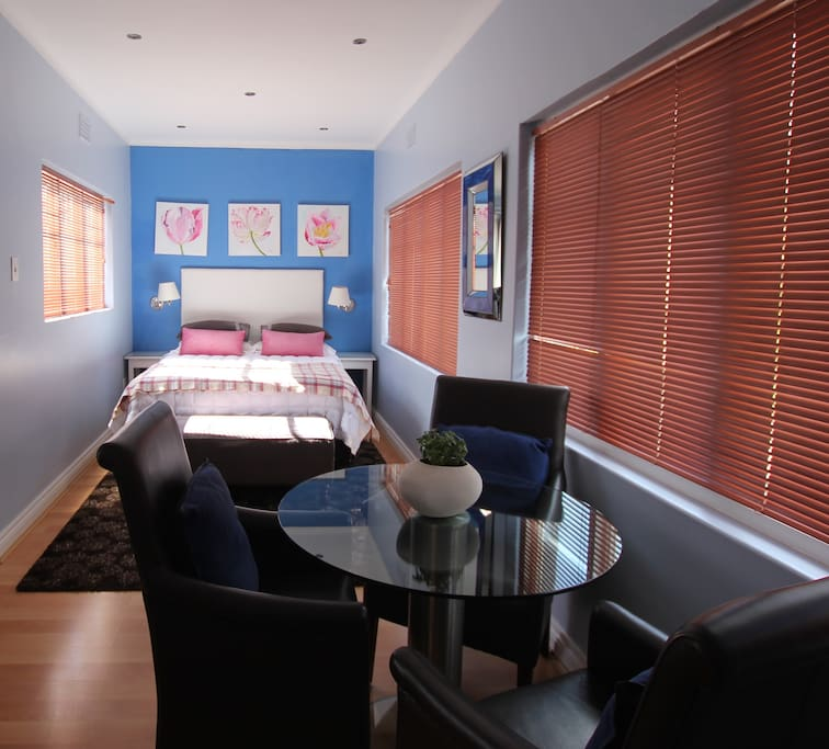 Open plan bed area, with view across to Table Mountain