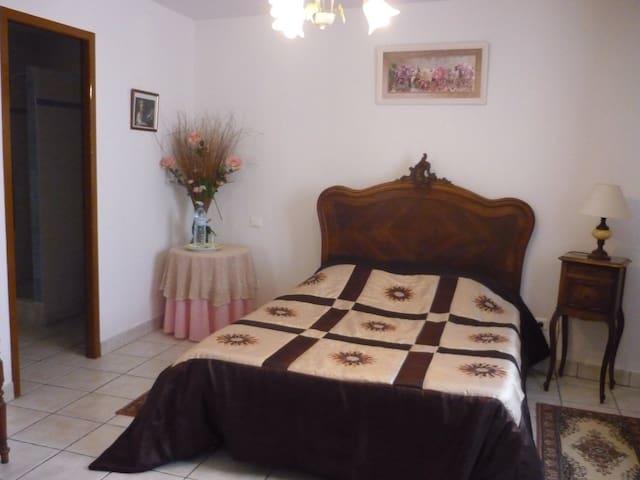 Chambre Capucine, sur terrasse - Pey - Huis