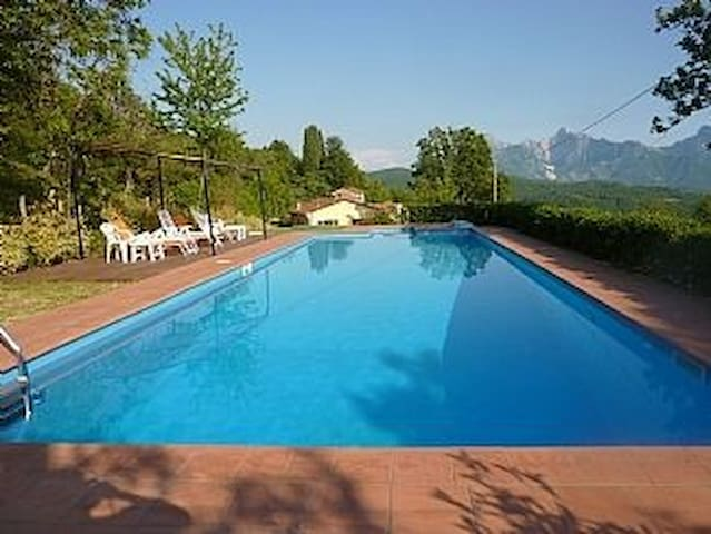 Tuscan villa with private pool - Fivizzano - บ้าน