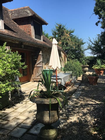 Charming 18th century converted barn shared pool - Journet - House