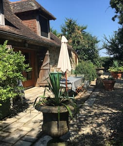 Charming 18th century converted barn shared pool - Journet - Haus