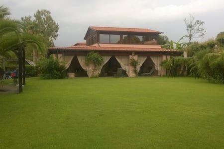 Villa in Portorosa 1min from beach - Saiatine - Dům