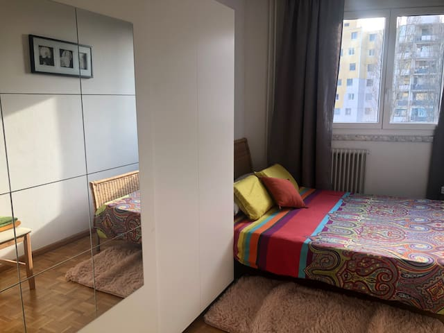 Room near to airport, central and shopping center.