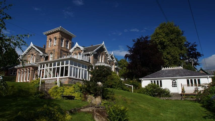 Scottish Highlands - Holly Lodge - Strathpeffer - Strathpeffer - Bed & Breakfast