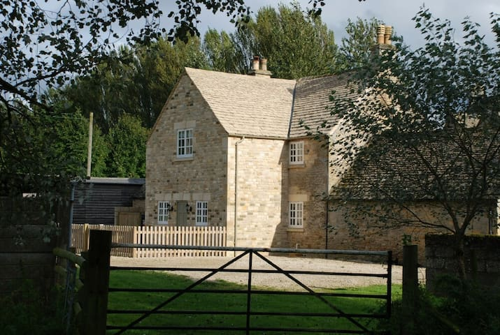 Hyde Mill Cottage - Stow on the Wold