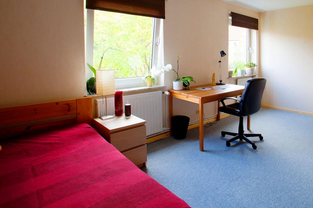 gem tliches zimmer nahe der messe wohnungen zur miete in hannover niedersachsen deutschland. Black Bedroom Furniture Sets. Home Design Ideas