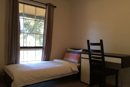 Clean & Private room in Belconnen - Flynn