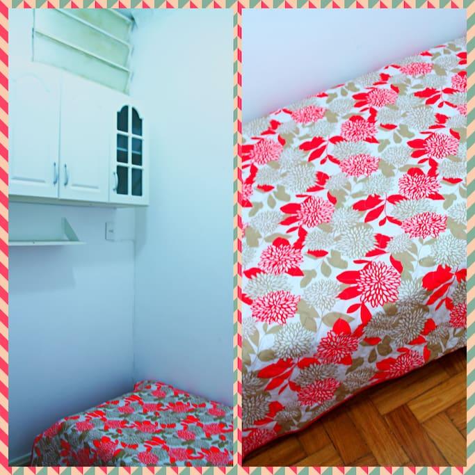 O quarto menor, cama de solteiro // The smaller room, single bed