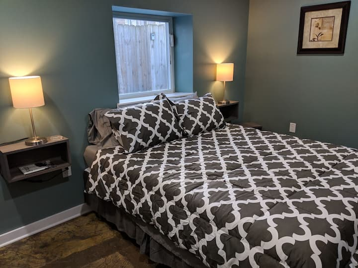 Cozy KC Carriage House